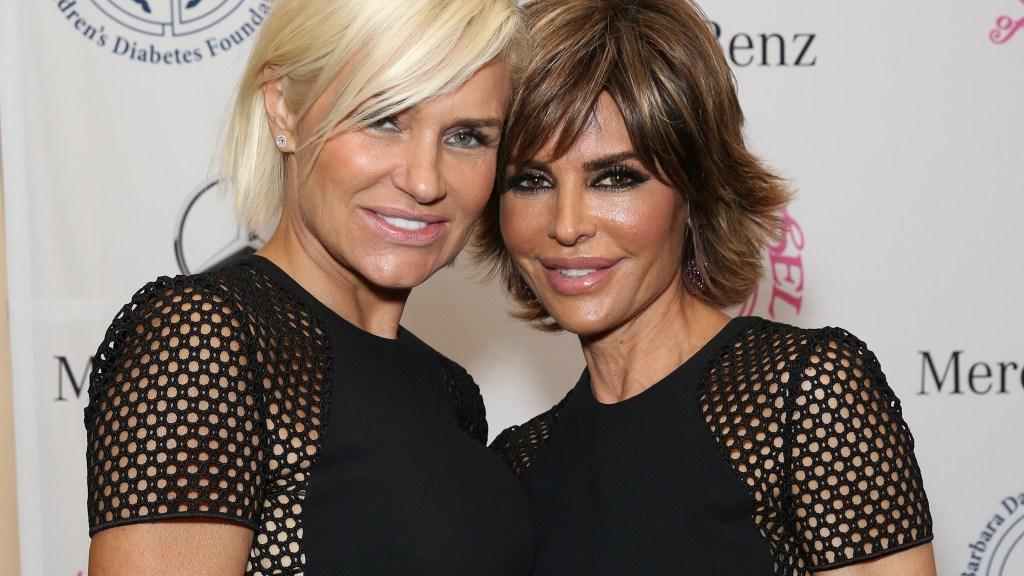 88a99130-530a-11e4-86b3-9be817ca61f0_Fashion-Face-Off-Yolanda-Foster-Lisa-Rinna-hero