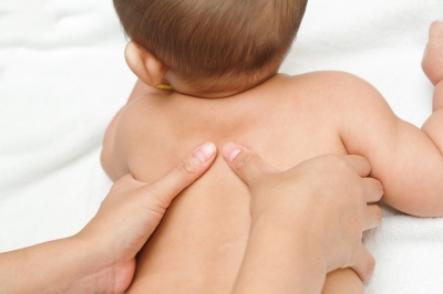 Baby bath basics: How to give your new born a bath /freedigitalphotos