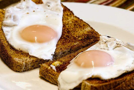 Healthy breakfast/freedigitalphotos
