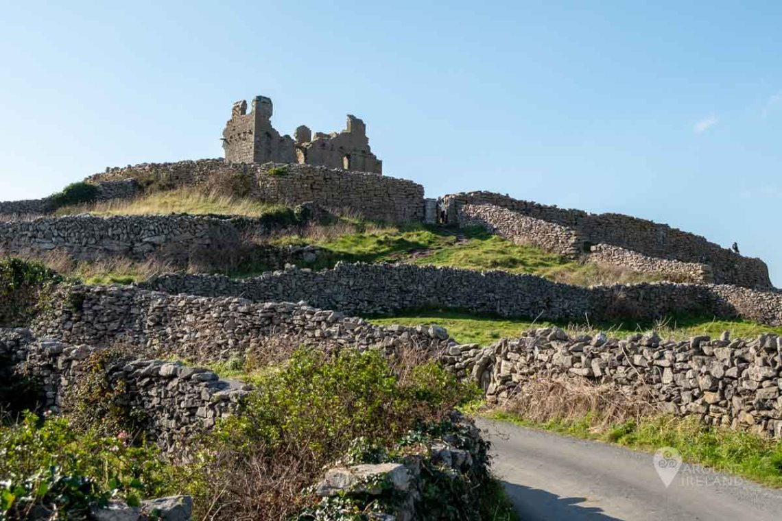 O'Brien's Castle and stone fort on Inis Oirr