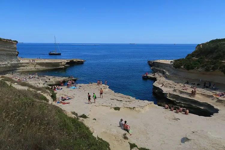 Das sonnige Wetter am St. Peters Pool im Süden von Malta im Mai.