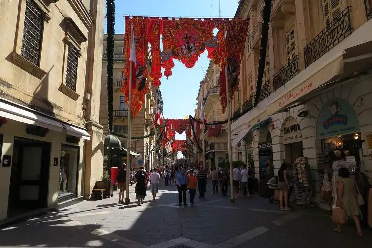 Die Triq Ir Repubblica ist die wichtigste Einkaufsstraße in der Hauptstadt von Malta, Valletta.