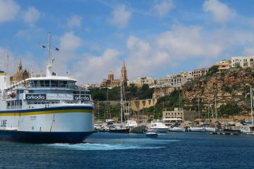 Fähre von Malta nach Gozo im Hafen von Mgarr