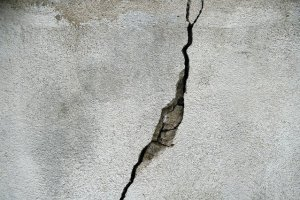 Determining What Wall Cracks Are Serious
