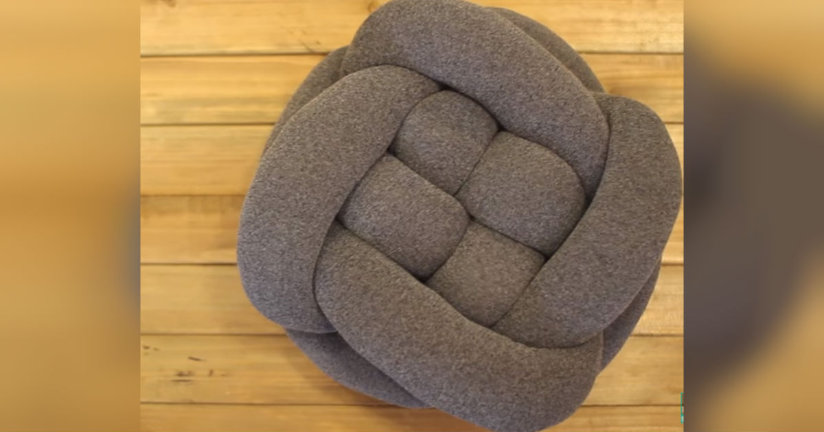DIY Knot Throw Pillow Is Simply Made Of Tights And Pillow