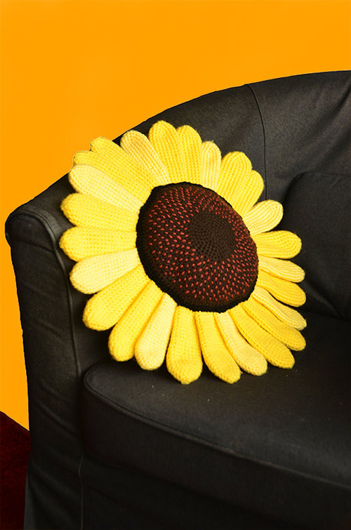 Sunflower Pillow Crochet Pattern Allcrochetpatterns Net