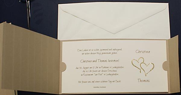 Hochzeitskarte in ocker mit Nadelstreifen u goldene Herzen  Hochzeitskarten