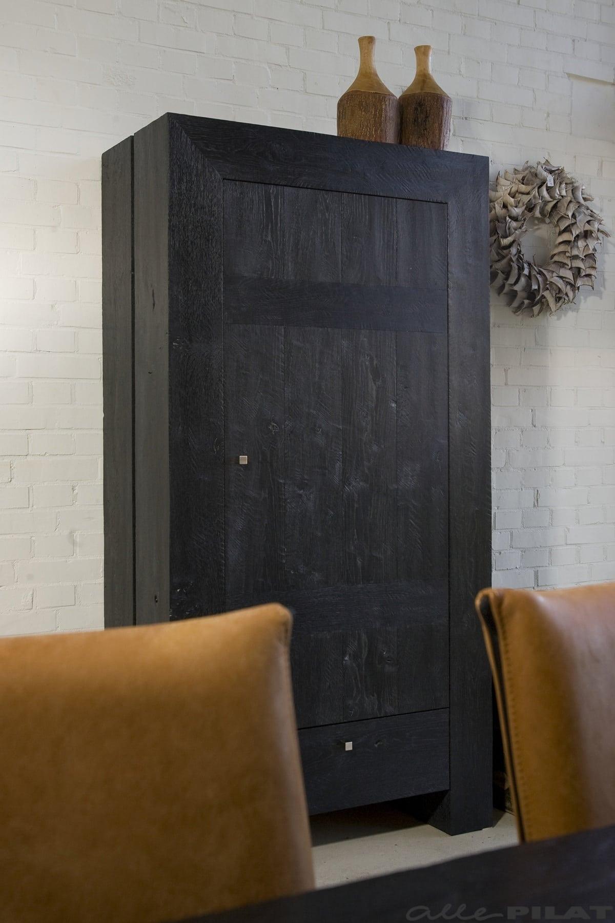 Zwarte eiken opbergkast met n deur  Woonwinkel Alle Pilat