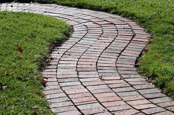 Den Garten selber planen  Tipps wie Sie einen Gartenweg erschaffen