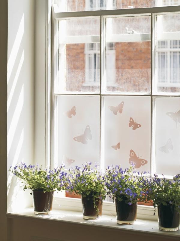 Durch Fensterfolie die Fenster verschnern und verdunkeln