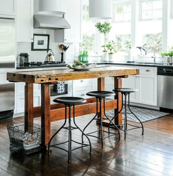 Inspirierende Holztische lassen die Wohnung naturnah aussehen