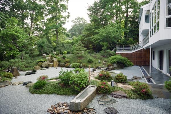 Moderner Steingartenholen Sie die japanische Kultur zu sich nach Hause