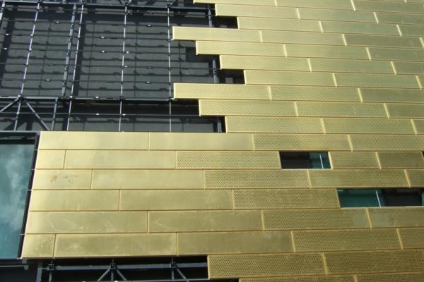 Paneele in Gold fr die Auenfassade  ein sehenswrdiges