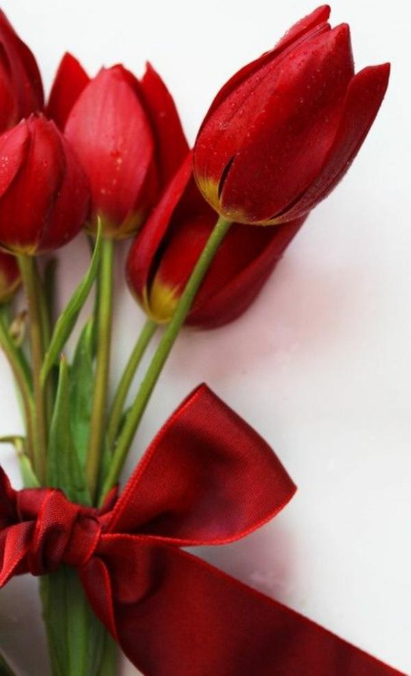 Schne Blumenstrue die durch Schlichtheit und Eleganz faszinieren