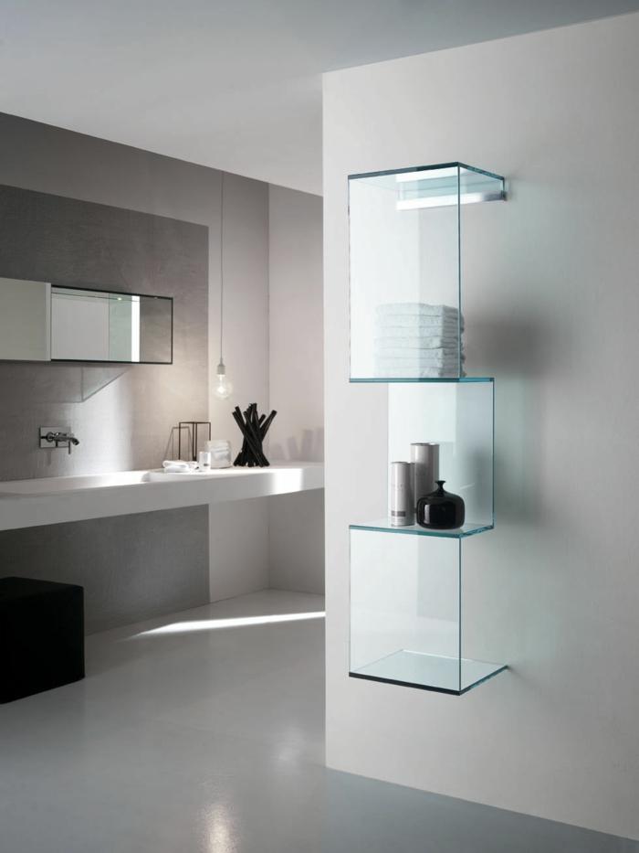 Glasregale sorgen fr eine neutrale doch wirkunsvolle Wandgestaltung