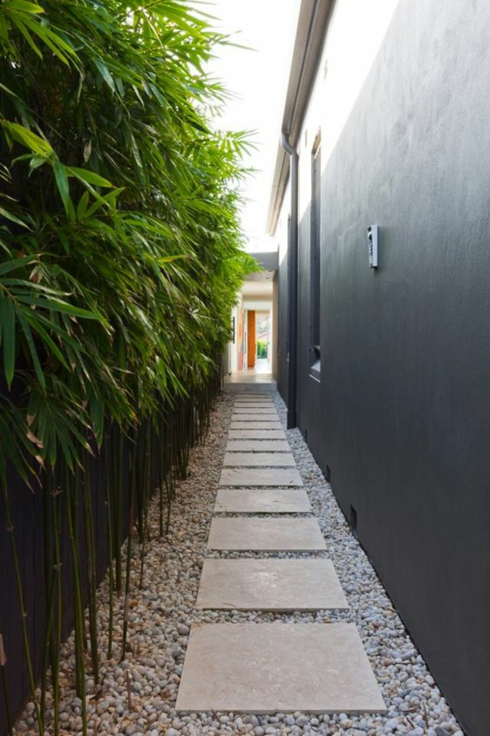 Vorgarten Mit Kies Und Rindenmulch