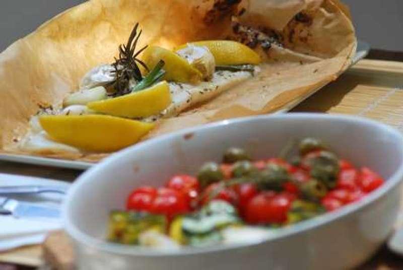 Fischfilet in Backpapier mit Gemüse
