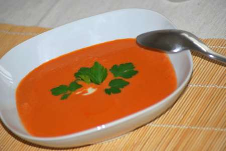 tomaten-kokos-suppe