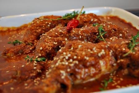 huhn in schoko-chili-sauce