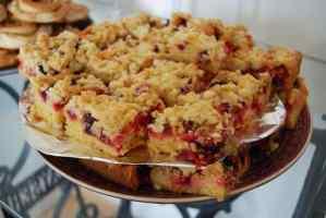 Statt Zwetschgen kann man auch anderes Obst für den Streuselkuchen verwenden
