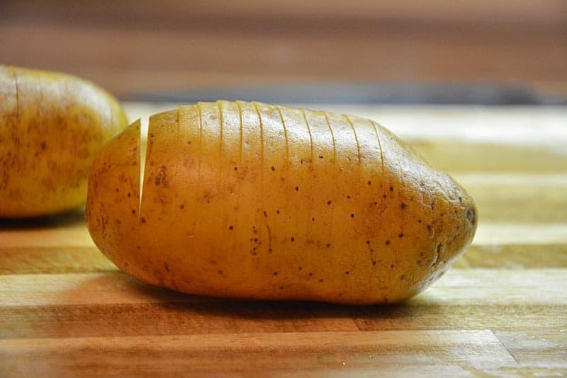Schlitze für die Hasselback Kartoffeln