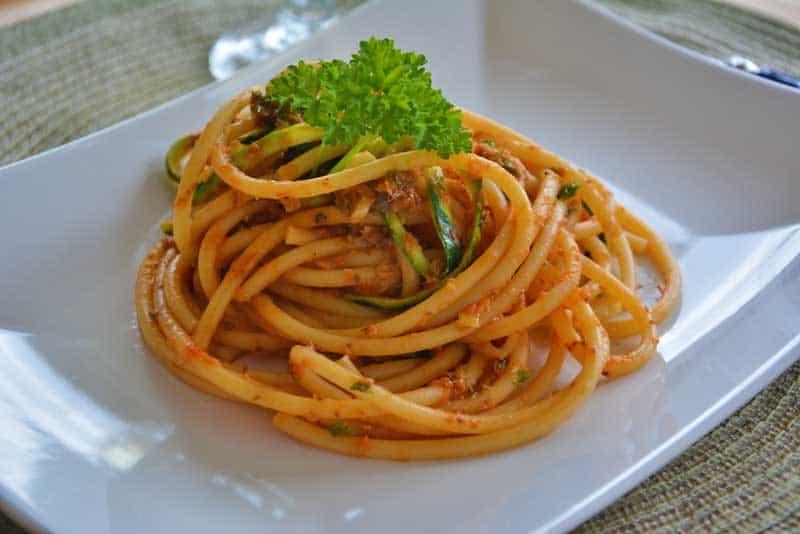 spaghetti mit sardinen hallo zur ck. Black Bedroom Furniture Sets. Home Design Ideas