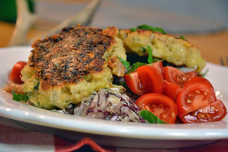 Kaspressknödel mit Krautsalat