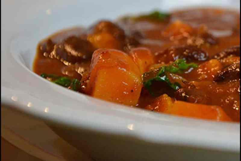 Süßkartoffeln für den Süßkartoffel-Bohnen Stew