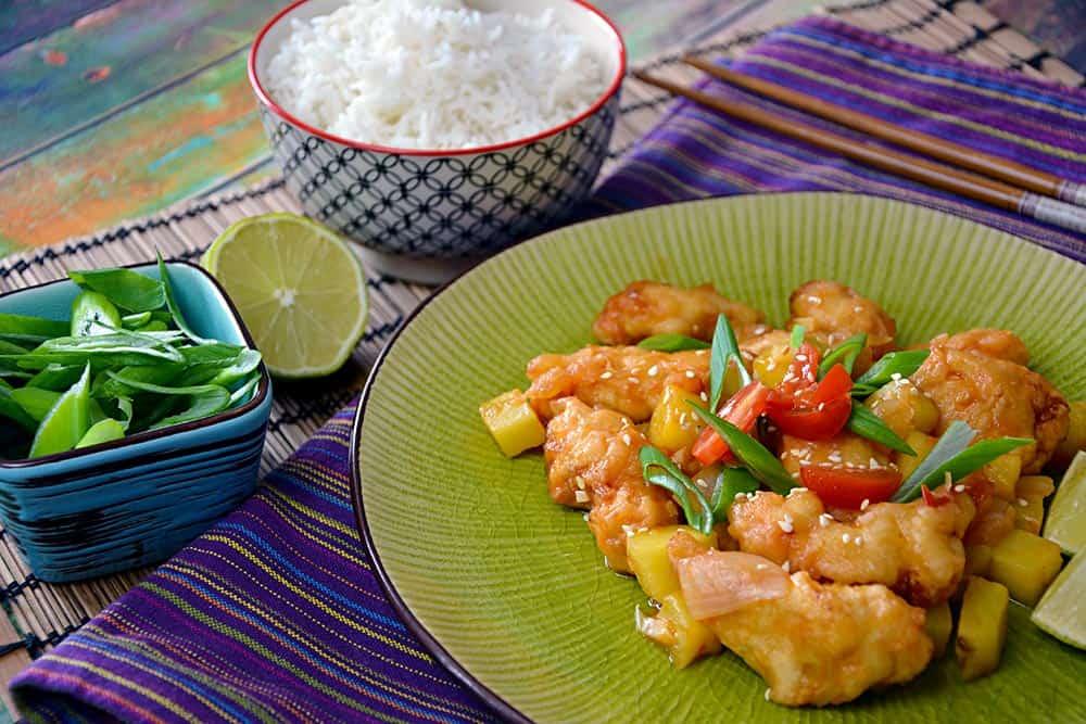 Grüße aus China mit diesem Hähnchen süß sauer. Schnell und einfach auf dem Teller, beliebt für die ganze Familie.