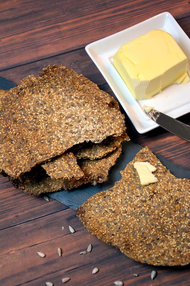 Brot backen kann jeder. Und wenn es nur Knäckebrot ist. Gesund und schnell - das sind wohl die wichtigsten Eigenschaften dieses herrlichen Brotes.