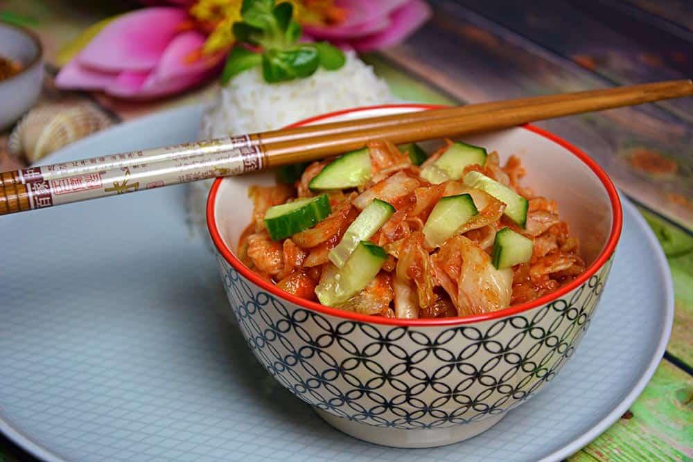 Ein gesundes Kimchi selber machen ist ganz einfach. Dieser klassische koreanische Salat aus Chinakohl ist fermentiert und vegetarisch. How to make Kimchi findest du auf www.allekochen.com #kimchi #korea #food #salat #healthyfood