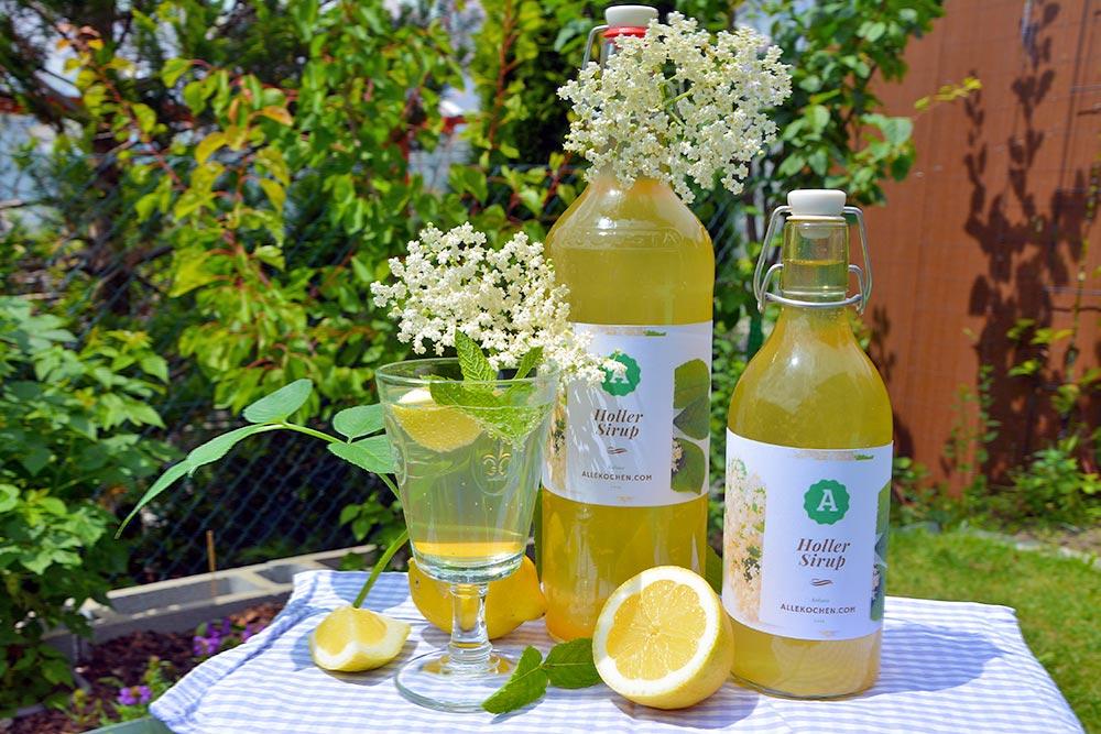 Rezept für Holunderblüten Sirup selber machen. Es ist sehr einfach und in nur 3 Tagen fertig. Hollersaft ist lecker, Hollerblüten gesund. Holundersirup ist genau das richtige Getränk im Sommer.