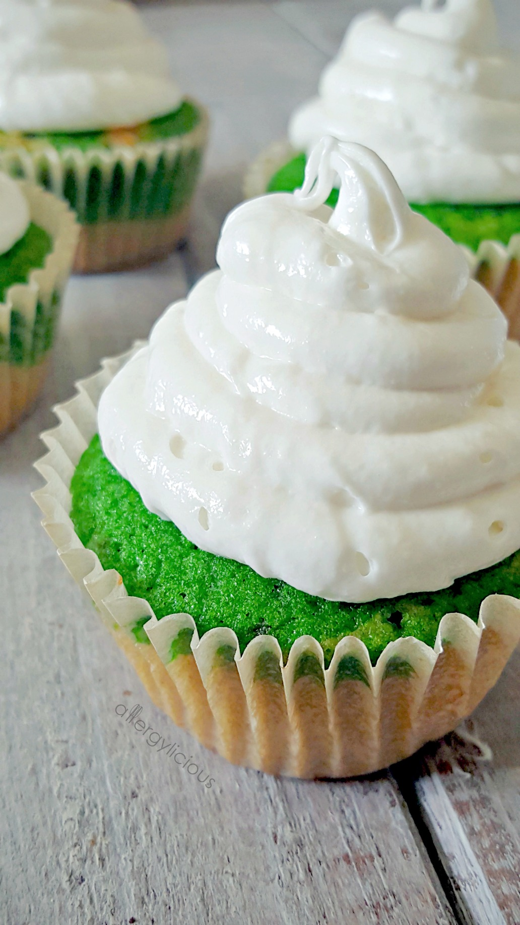 fluffy-vanilla-cupcakes-2