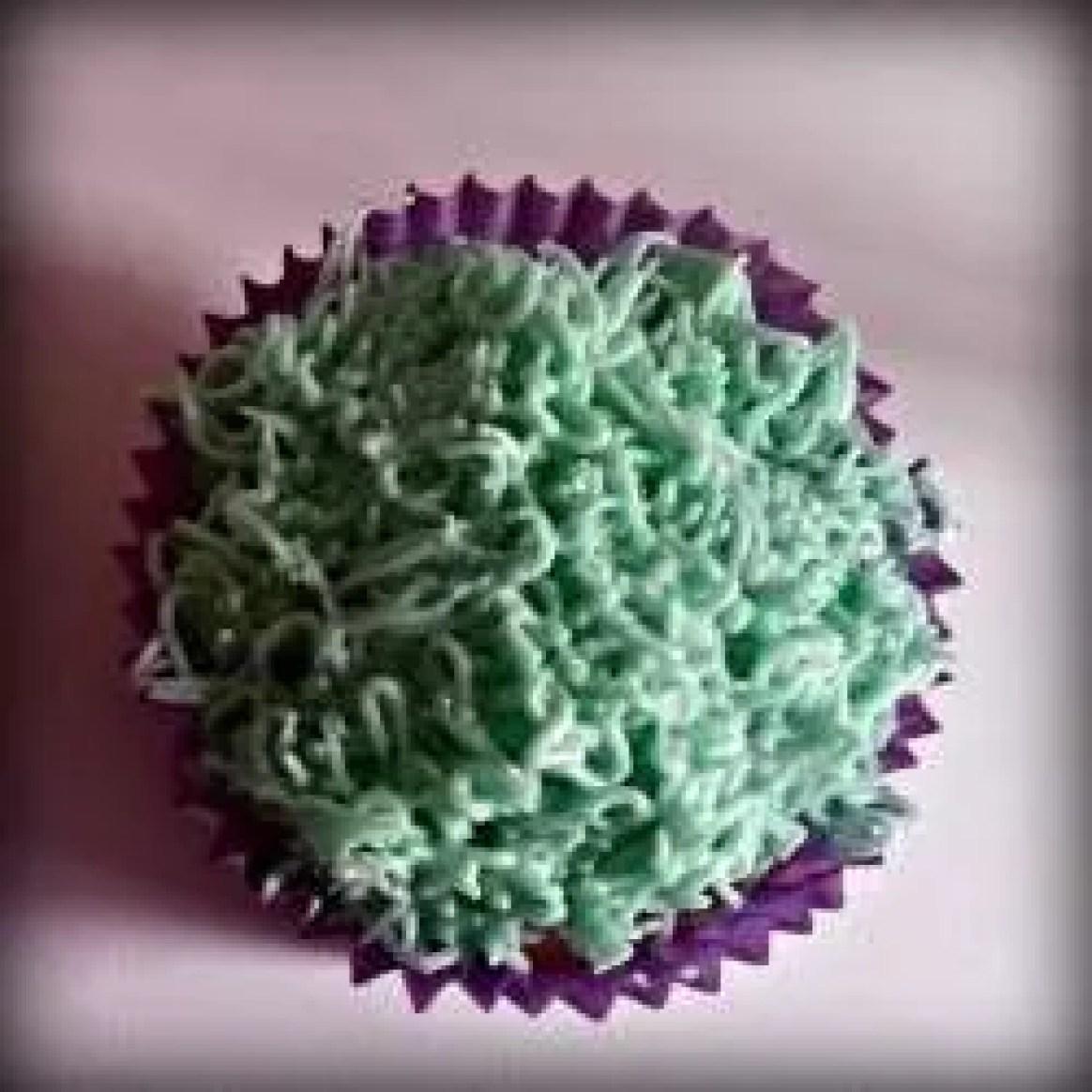 Cupcake decoration grass base