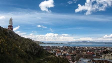 Puno mit dem Titicacasee im Hintergrund
