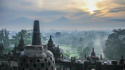 Sonnenaufgang vom Borobudur aus