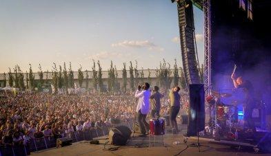 Young Fathers live auf dem Dockville Festival