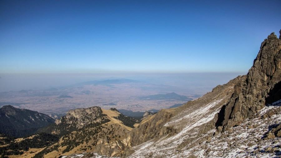 Blick vom Iztaccíhuatl ins Tal