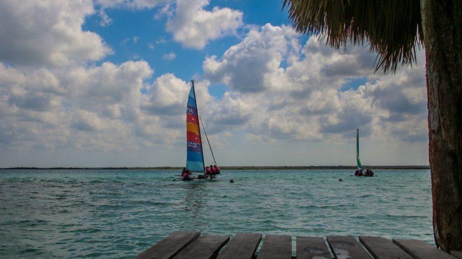 Segelboot auf der Laguna Bacalar