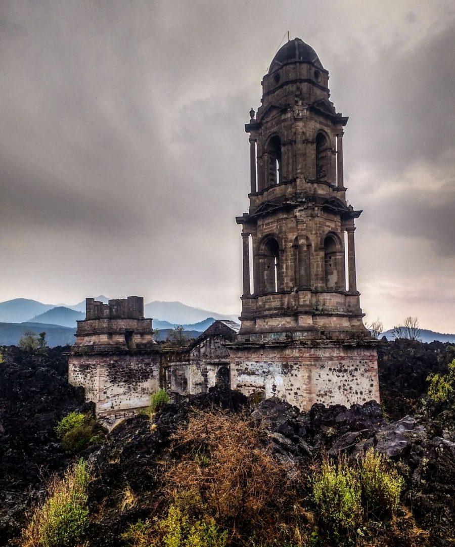 Ruine der Kirche in Paricutin