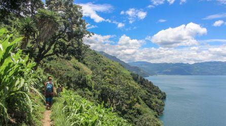 Wanderweg am Vulkan am Lago de Atitlan in Guatemala