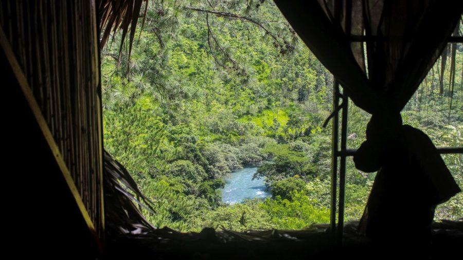 Blick aus dem Fenster in Lanquin