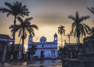 Verregneter Sonnenaufgang in Copan