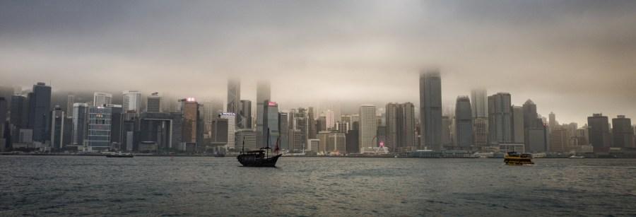 Skyline von Hong Kong im Nebel