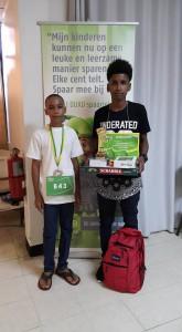 Mulo winnaar Spelling Bee 1ste Jonathan Samson (rechts) R.G. Bueno Bibazschool