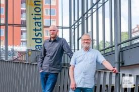 Betriebsleiter Robin Schäfer (l.) und Geschäftsführer Georg Hundt (r.) freuen sich über die Erfolgsgeschichte Radstation. (Foto: Nils Heede)