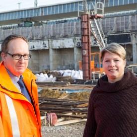 Bahnhofsmanager Michael Jansen und Projektleiterin Sonja Hempel   05.11.2015, Foto: (cabe)