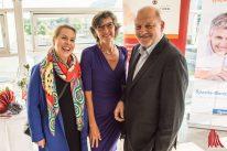 Maren Lansink (li.) und Leonard Lansink freuten sich mit Gudrun Bruns über die erfolgreichen vergangenen 25 Jahre. (Foto: Thomas Hölscher)