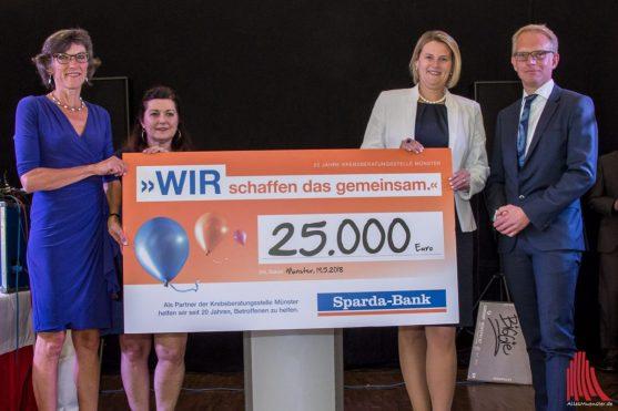 Zur Feier des 25-jährigen Jubiläums spendete die Sparda-Bank 25.000 Euro. (Foto: Thomas Hölscher)
