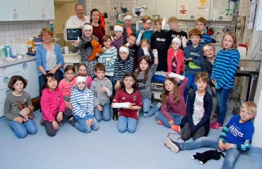 Die Klasse 2C der Nikolaischule besuchte im Clemenshospital zuerst die Notaufnahme. (Foto: Michael Bührke)